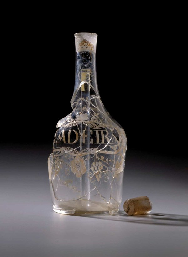 Curbatch6-0004-wine-decanter-artifact.jpg