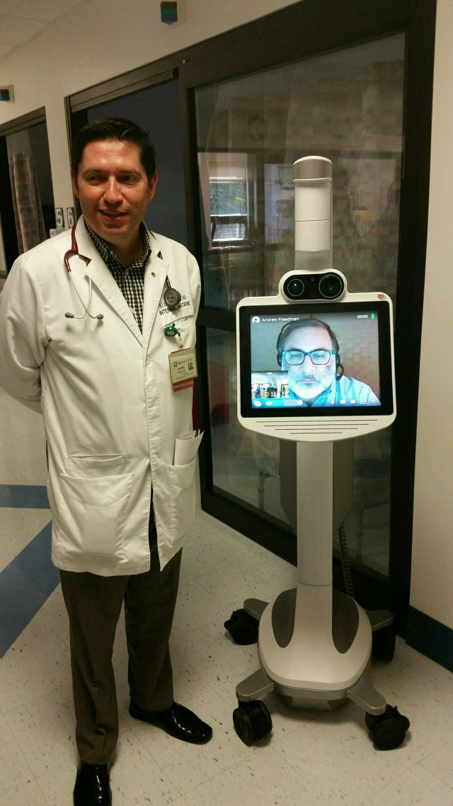 Dr_Puig_ICU_telemedicine.jpg