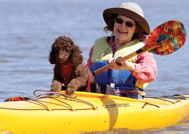 Kayaking-on-JamesRiver_Visit-Williamsburg_cmyk_l.jpg