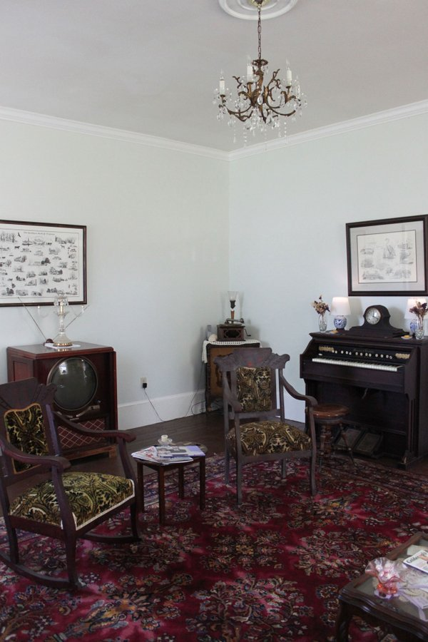 The-front-parlor-room-of-the-house,-decorated-with-David-Griffith's-heirlooms-and-antiques.-Photo-courtesy-of-Dianne-Saison.jpg