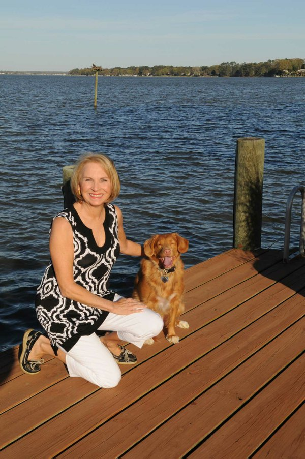 DSC_9501-Piper-Lisa-Andrews-and-her-granddog-Piper,-a-champion-Nova-Scotia-Duck-Tolling-Retriever..jpg