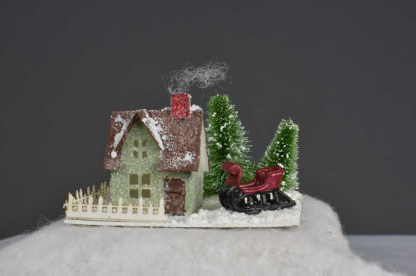 006-Cottage-with-Sled.jpg