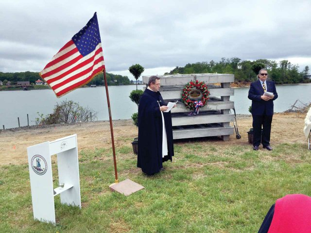 Commemoration-Ceremony-for-VES's--Living-Memorial-Oyster--Reef-LMORCredits-Virginia-Ecological-Solutions-Foundation.jpg